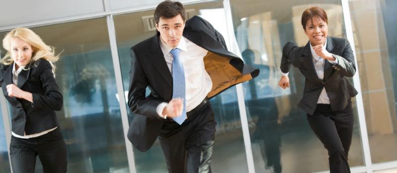 ejecutivos corriendo